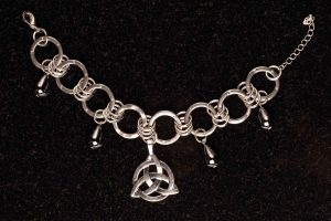 #80b Bracelet With Celtic Infinity Knot And Haematite