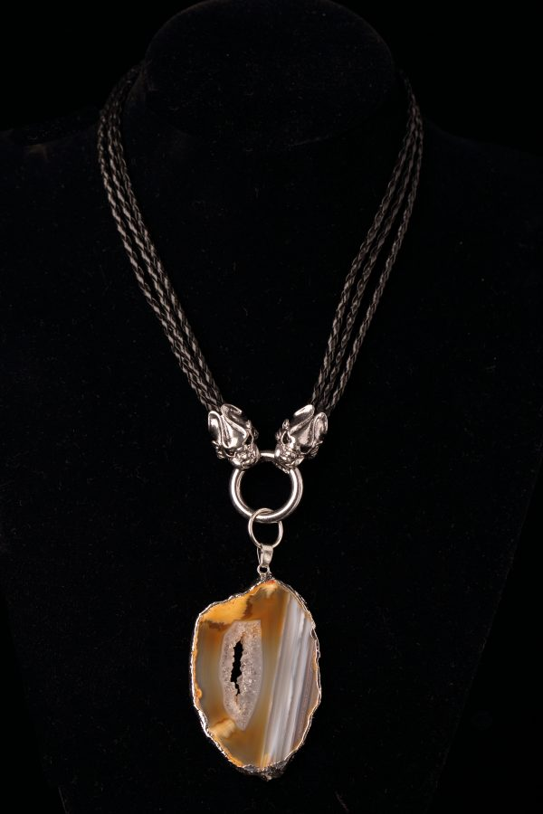 #188c Triple-Stranded Necklace With Agate Pendant