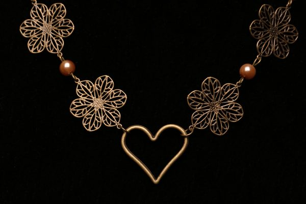 #281 Bronze Daisy Chain And Pearl Necklace