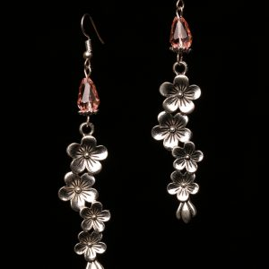 #286 Peach Glass Bead And Flower Dangle Earrings