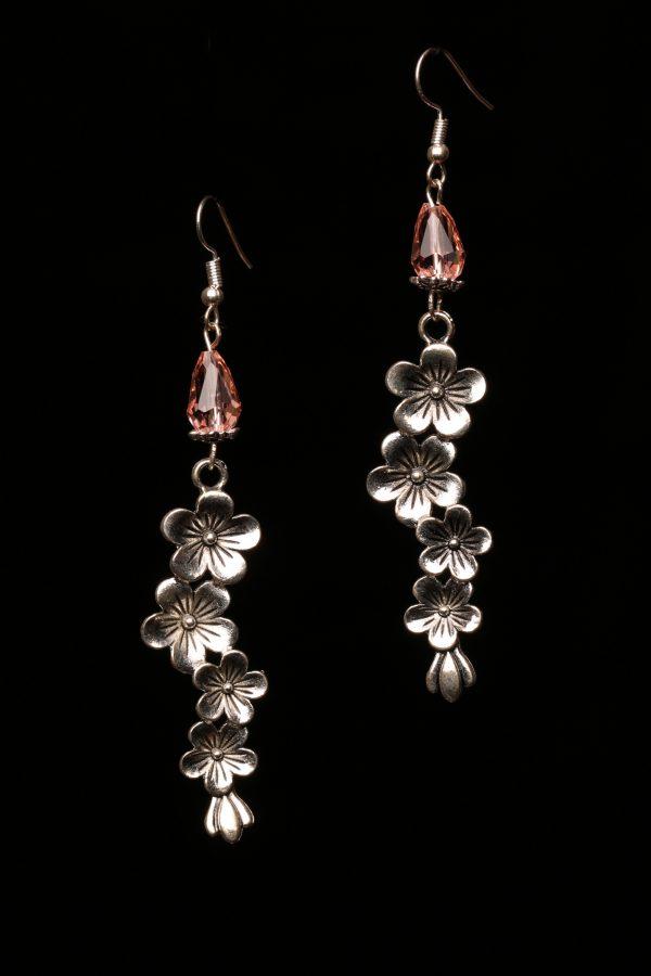 #286 Peach Glass Bead And Flower Dangle Earrings